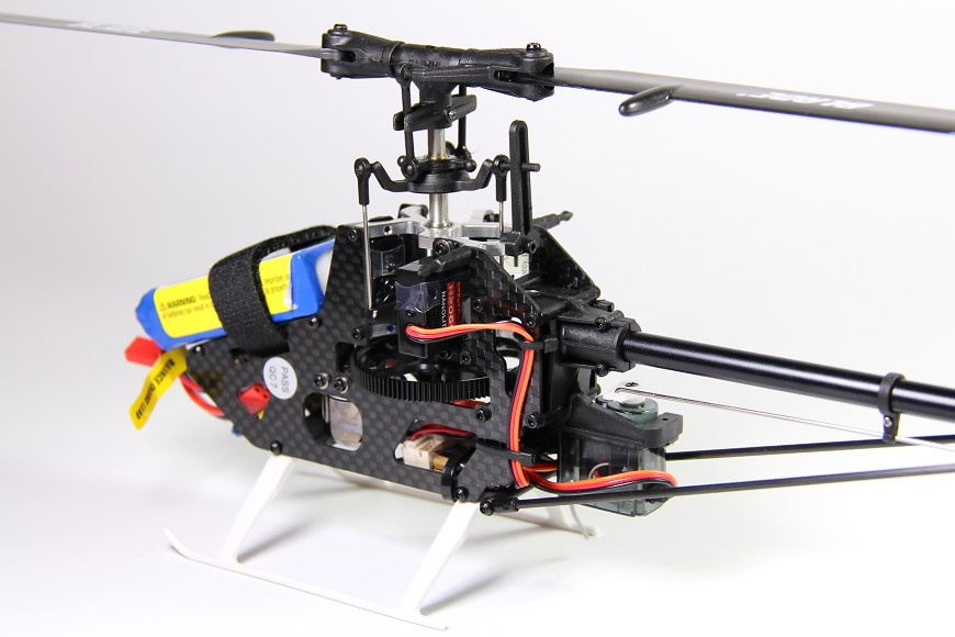 08-Blade-180-CFX-Micro-3D-Helikopter-Chassis-Heckservo.jpg