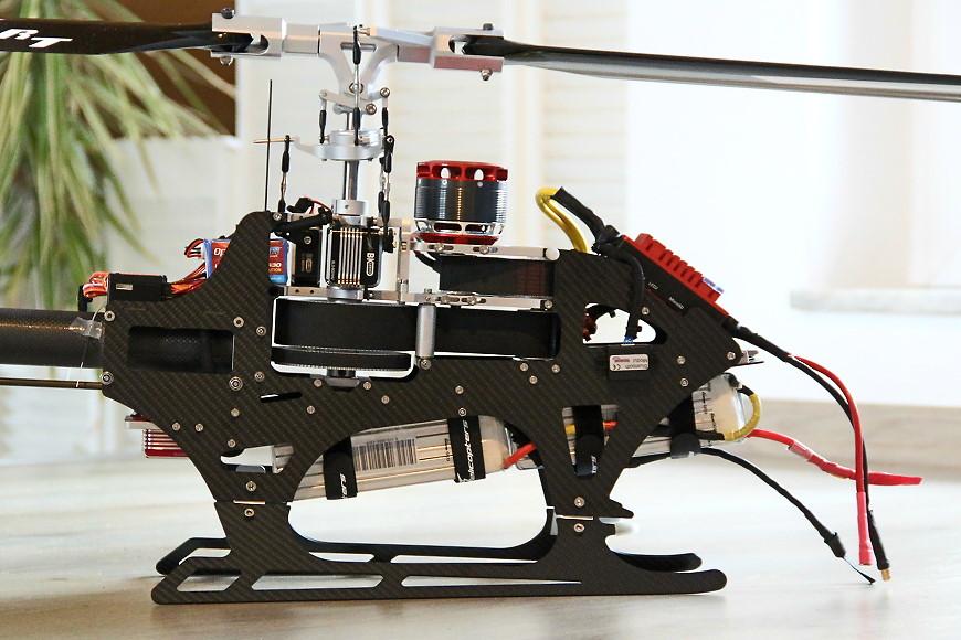 HD750 - eingebaute RC Komponenten: Blick auf die rechte Seite