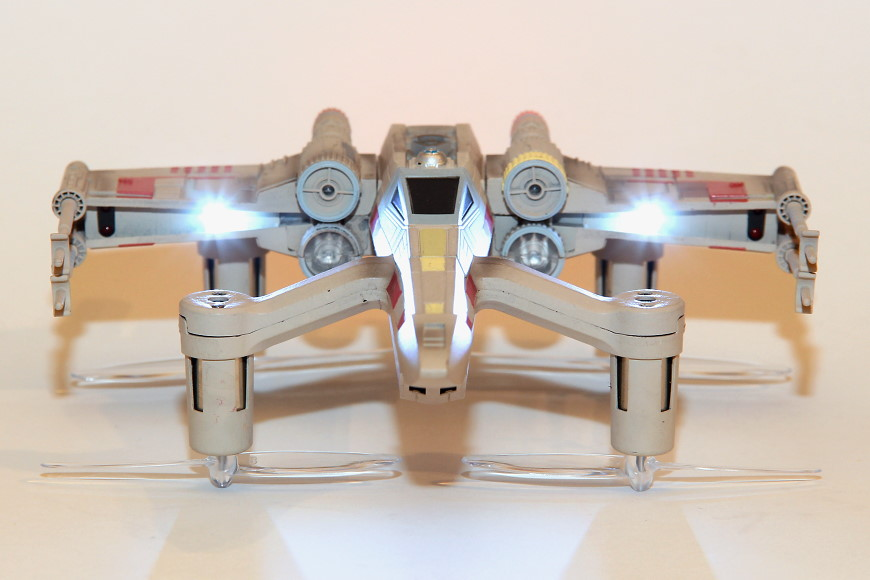 Propel Star Wars T-65 X-Wing Battle Drone / Quadrocopter: Frontansicht