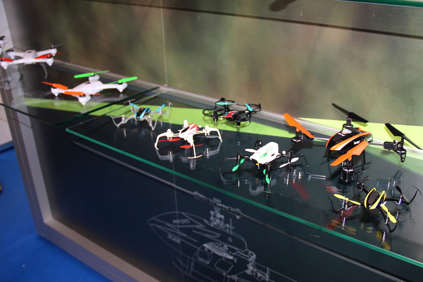 10-Blade-Quadrocopter.jpg